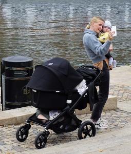 Mammababyselfie på Nybrokajen