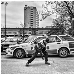 """Högdalen - """"Dansande polis"""""""